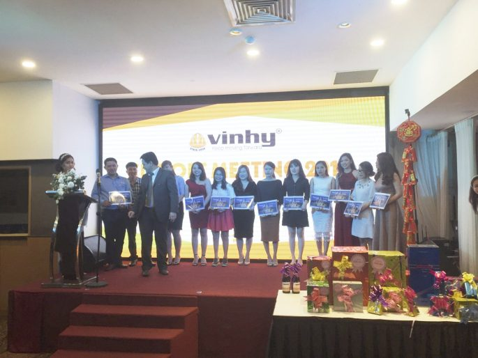 vinh-danh-khen-thuong-ca-nhan-va-tap-the-xuat-sac-tai-vinhy-min-1