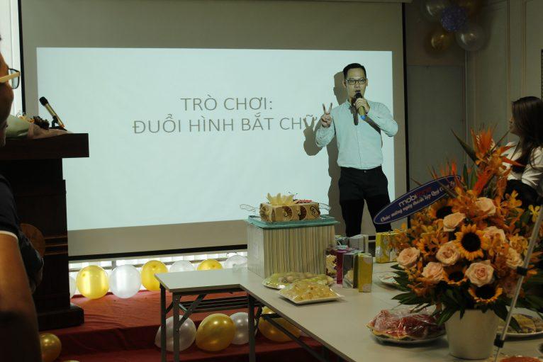 """CBNV VIN HY tổ chức trò chơi đố vui """"Đuổi hình bắt chữ""""."""